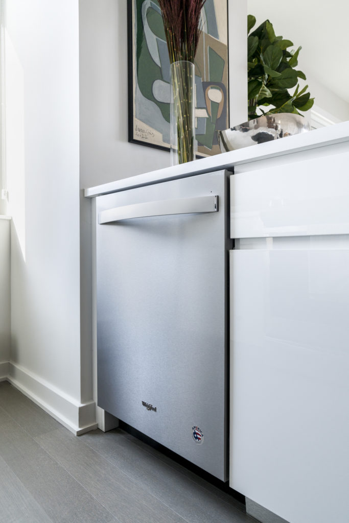 Closeup of dishwasher in Conventional/Lux kitchen